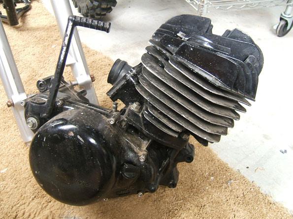 1981-1982-Suzuki-RM465-Engine